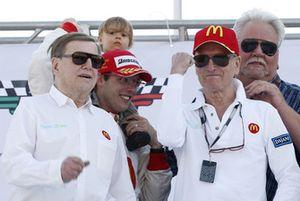 Sébastien Bourdais, Newman Haas Lanigan Racing avec ses patrons Carl Haas, Paul Newman et Mike Lanigan et sa fille Emma