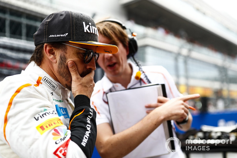 Fernando Alonso, McLaren talks to his engineer