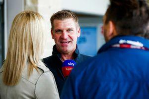 Stewart-Haas NASCAR coureur Clint Bowyer met Sky TV