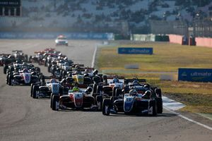 Robert Shwartzman, PREMA Theodore Racing Dallara F317 - Mercedes-Benz leads