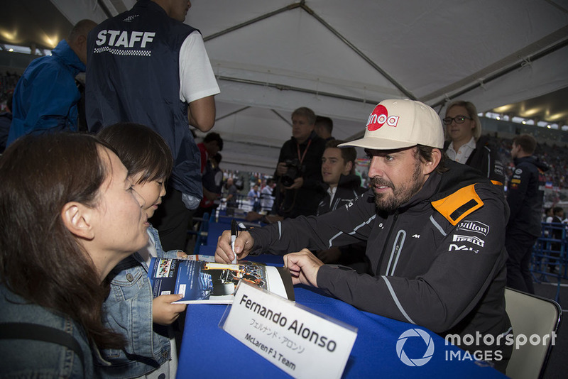 Fernando Alonso, McLaren signs autographs for fans