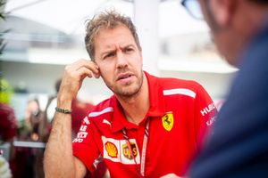 Sebastian Vettel, Ferrari e Roberto Chinchero, Motorsport.com