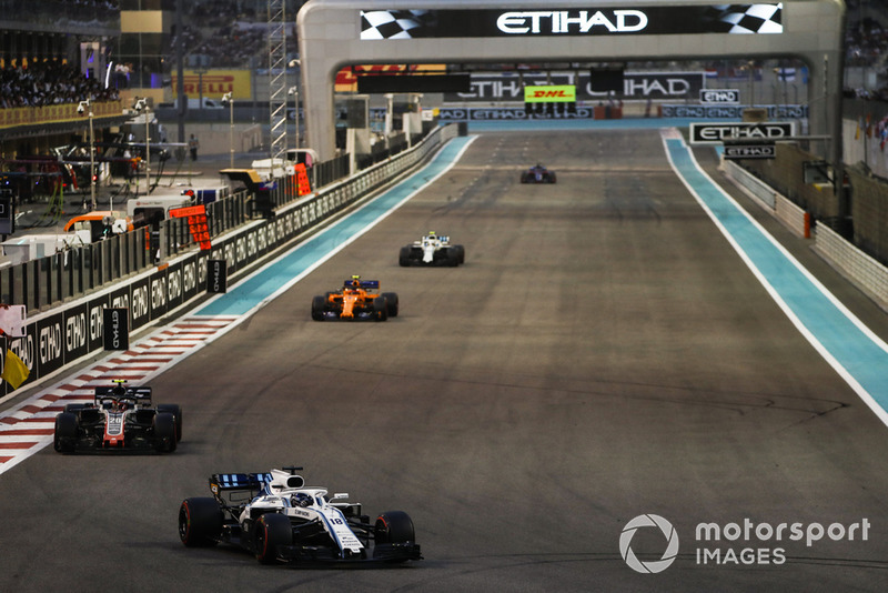 Lance Stroll, Williams FW41, leads Kevin Magnussen, Haas F1 Team VF-18, Stoffel Vandoorne, McLaren MCL33, and Sergey Sirotkin, Williams FW41