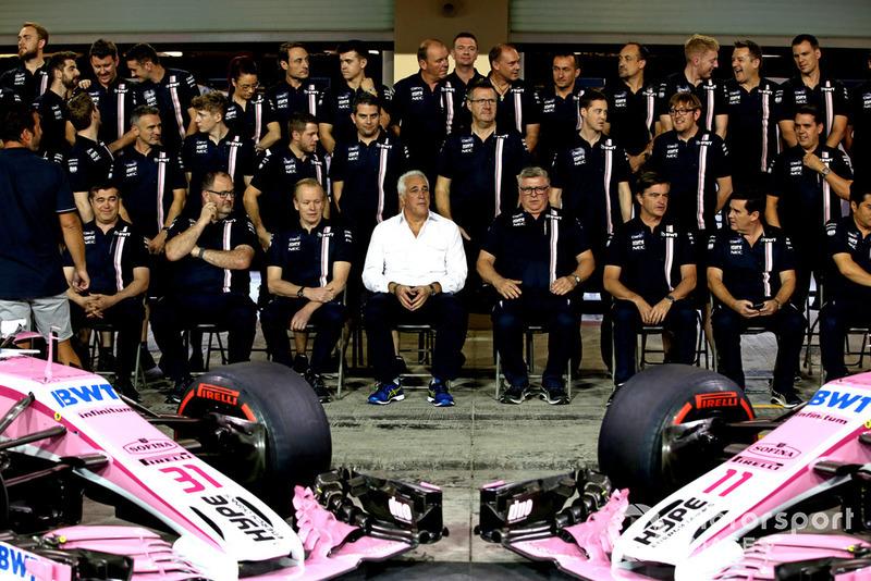 Lawrence Stroll, propietario del equipo Racing Point Force India F1 y Otmar Szafnauer, director del equipo Racing Point Force India Racing durante la foto del equipo Point Force India F1