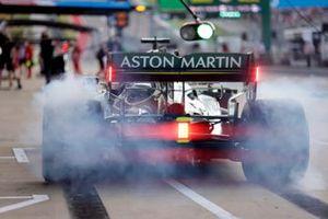Lance Stroll, Aston Martin AMR21, leaves his pit box