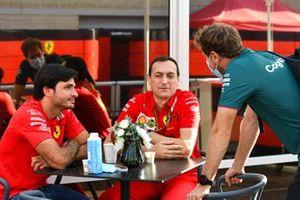 Carlos Sainz Jr., Ferrari greets Sebastian Vettel, Aston Martin