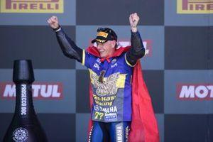 Podio: campeón Dominique Aegerter, Ten Kate Racing Yamaha