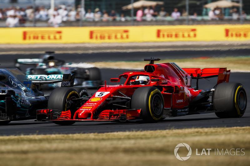 Sebastian Vettel, Ferrari SF71H, à la lutte avec Valtteri Bottas, Mercedes AMG F1 W09