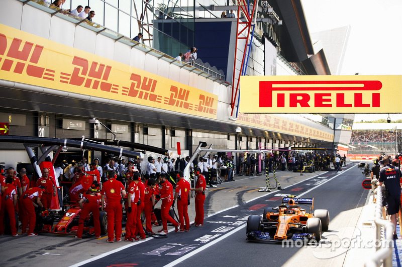 Stoffel Vandoorne, McLaren MCL33, passes Kimi Raikkonen, Ferrari SF71H