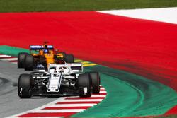 Charles Leclerc, Sauber C37, Fernando Alonso, McLaren MCL33