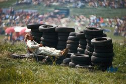 Sleep brake behind the tyre wall for a marshal