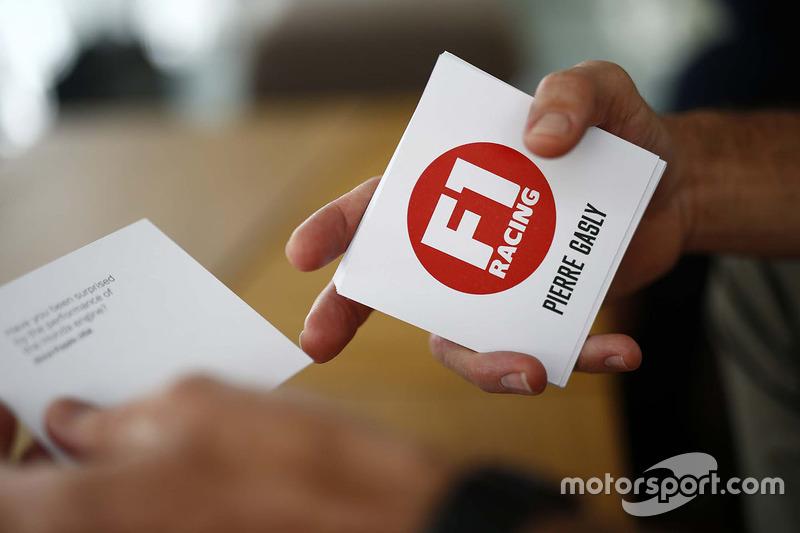 Pierre Gasly, Scuderia Toro Rosso durant une interview pour le magazine F1 Racing