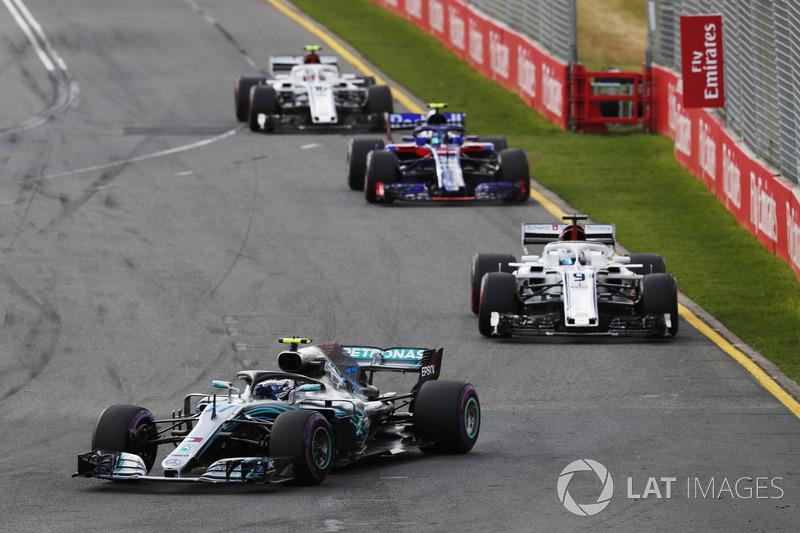 Valtteri Bottas, Mercedes AMG F1 W09, Marcus Ericsson, Sauber C37 Ferrari, Pierre Gasly, Toro Rosso STR13 Honda, Charles Leclerc, Sauber C37 Ferrari