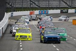 Ford Mustang pace car in front of Ben Rhodes, ThorSport Racing, Ford F-150 and Matt Crafton, ThorSpo