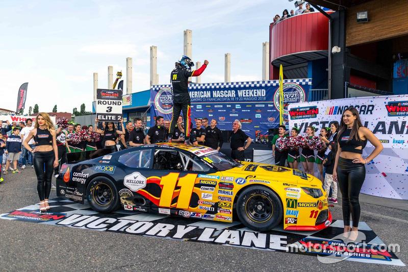 Race winner Elite 2, Felipe Rabello, PK Carsport Chevrolet