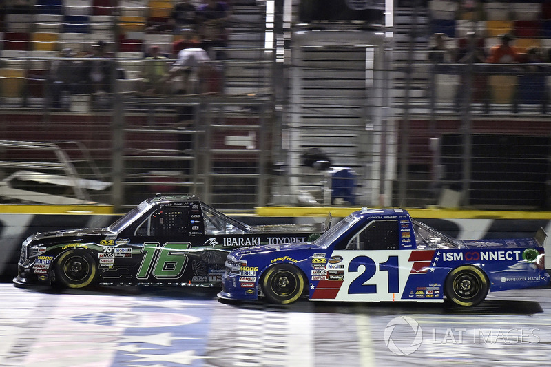 Brett Moffitt, Hattori Racing Enterprises, Toyota Tundra and Johnny Sauter, GMS Racing, Chevrolet Silverado ISM Connect