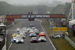 Start action, crash of Reece Barr, Target Competition Hyundai i30 N TCR