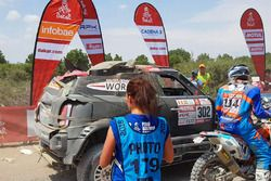 #302 X-Raid Team Mini: Nani Roma, Alex Haro finishes the stage with damage
