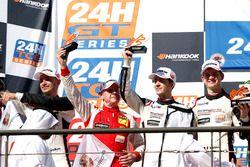 Podio: segundo lugar #12 Manthey Racing Porsche 991 GT3 R: Otto Klohs, Lars Kern, Mathieu Jaminet, Sven Müller