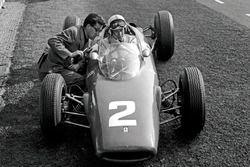 John Surtees, Ferrari 156, talks with Ferrari Chief Designer Mauro Forghieri