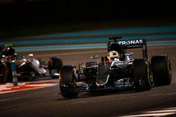 Lewis Hamilton, Mercedes F1 W07 Hybrid, leads Nico Rosberg, Mercedes F1 W07 Hybrid