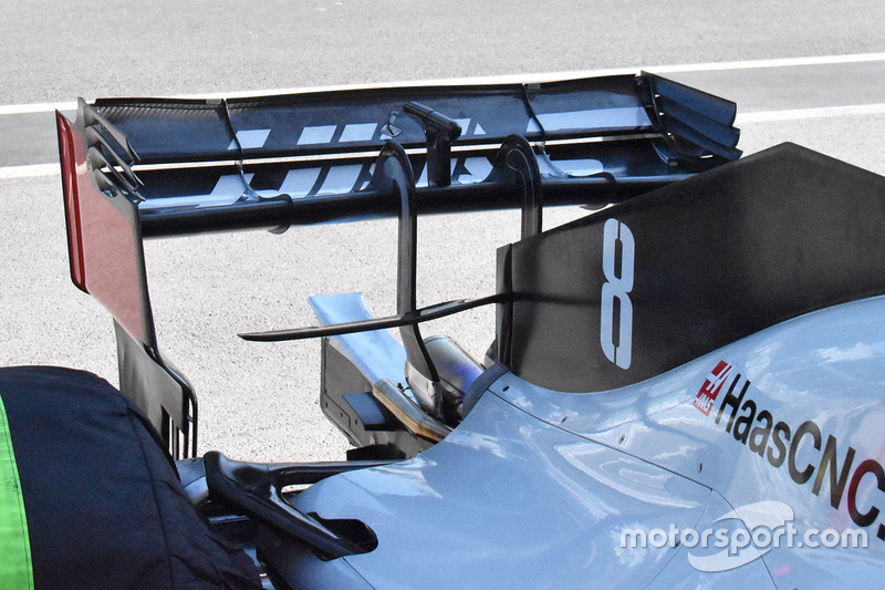 Vue détaillée de l'aileron arrière de la Haas F1 Team VF-18