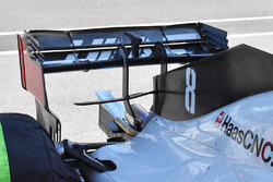 Haas F1 Team VF-18 detalle del ala trasera