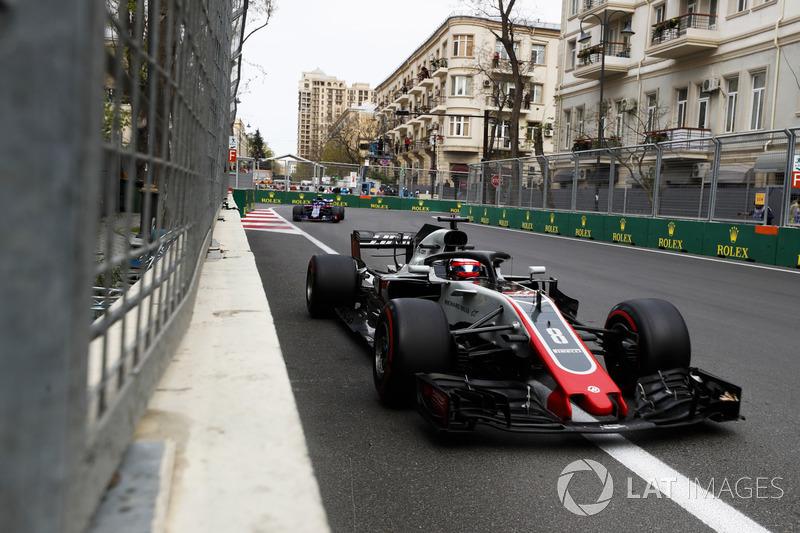 Romain Grosjean, Haas F1 Team VF-18 Ferrari, Pierre Gasly, Toro Rosso STR13 Honda