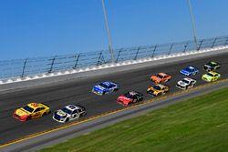 Joey Logano, Team Penske Ford Fusion, Chase Elliott, Hendrick Motorsports Chevrolet Camaro, Ricky St