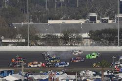Crash: Chase Elliott, Hendrick Motorsports Chevrolet Camaro, Danica Patrick, Premium Motorsports Che
