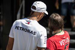 Lewis Hamilton, Mercedes-AMG F1 fans selfie selfie