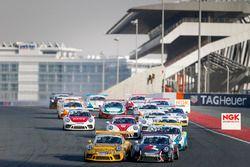 السباق الأول من جولة دبي في بورشه جي تي 3 الشرق الأوسط
