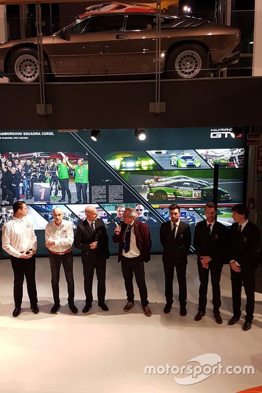 Gottfried Grasser, Armando Donazzan, Giorgio Sanna, Franco Nugnes, e i piloti Andrea Caldarelli, Mirko Bortolotti e Christian Engelhart