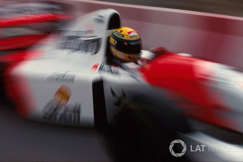 El brasileño era presionado por Schumacher tras un mal pit stop de McLaren. El alemán se acercaba amenazante.