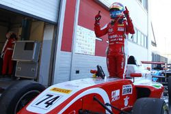 Enzo Fittipaldi comemora vitória em Adria pela F4 Italiana