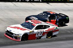 Cole Custer, Stewart-Haas Racing, Ford Mustang Haas Automation ans Mike Harmon, Mike Harmon Racing, Chevrolet Camaro