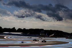 Romain Grosjean, Haas F1 Team VF-18, Nico Hulkenberg, Renault Sport F1 Team R.S. 18