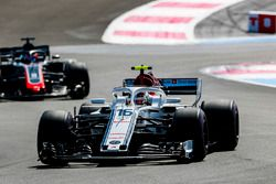 Charles Leclerc, Sauber C37, Romain Grosjean, Haas F1 Team VF-18