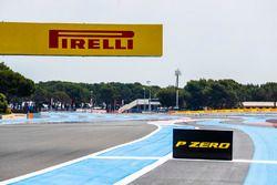 Un panneau Pirelli