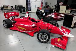 Rinus van Kalmthout schuimt een stoeltje bij Belardi Auto Racing