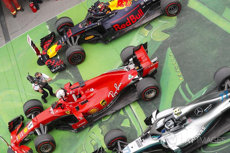 El ganador del GP de Canadá, Sebastian Vettel, Ferrari celebra su victoria en parc ferme