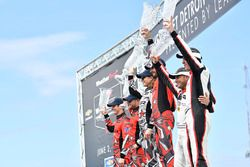#86 Michael Shank Racing with Curb-Agajanian Acura NSX, GTD: Katherine Legge, Mario Farnbacher, #93