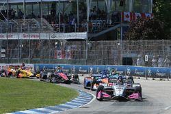 Race Start- Marco Andretti, Herta - Andretti Autosport Honda leads