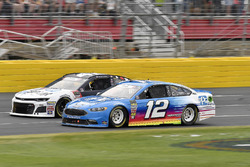 Ryan Blaney, Team Penske, Ford Fusion PPG and Kyle Larson, Chip Ganassi Racing, Chevrolet Camaro DC Solar