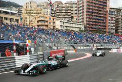 Nico Rosberg, Mercedes AMG F1 W07, Keke Rosberg, Williams FW08