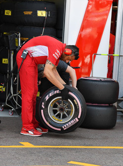 Ferrari and Pirelli engineers