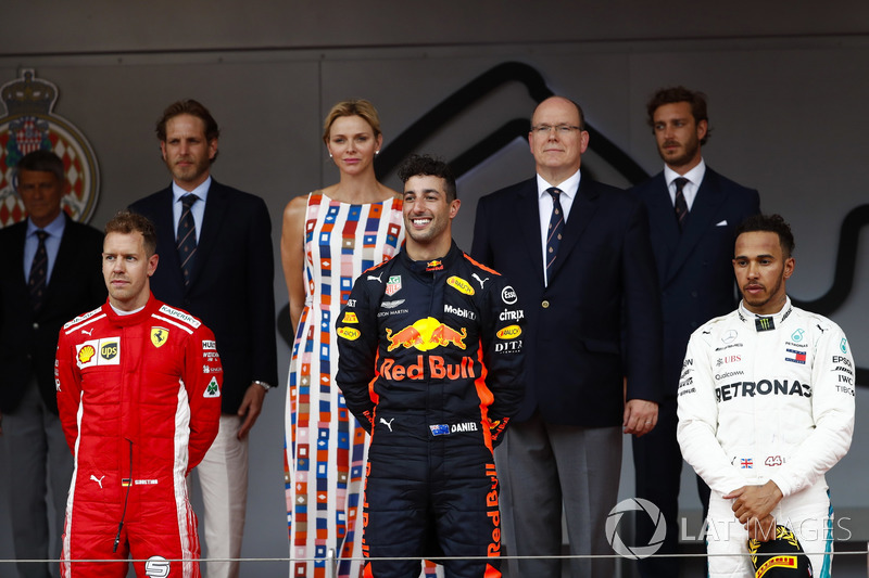 Race winner ctorr Daniel Ricciardo, Red Bull Raodium with Sebastian Vettel, Ferrari, Lewis Hamilton, Mercedes AMG F1 and the Prince Albert of Monaco