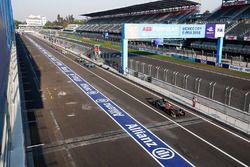 Andre Lotterer, Techeetah, Oliver Turvey, NIO Formula E Team, Luca Filippi, NIO Formula E Team