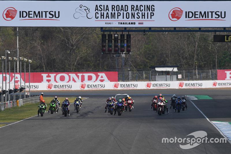 Race 1 SuperSports 600cc ARRC Thailand di Chang International Circuit