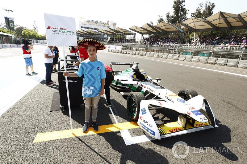 Grid kid with the car of Lucas di Grassi, Audi Sport ABT Schaeffler